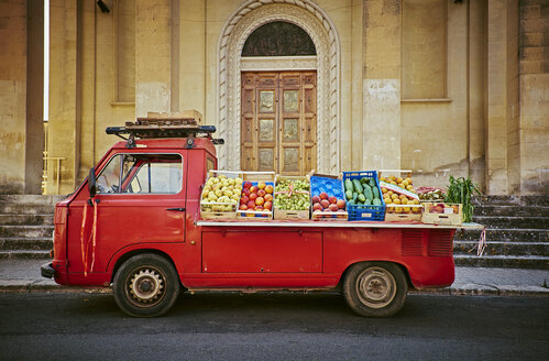 Italy, Apulia, Red vending car for vegetables in Cesareo di Lecce - DIK00225