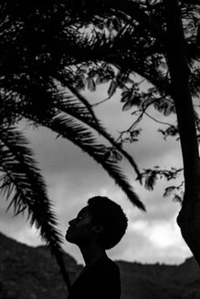 Silhouette of woman's head in nature - SIPF00930
