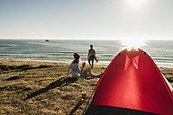 Young couple camping at seaside - UUF08751