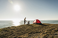 Young couple camping at seaside - UUF08754