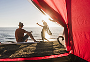 Young couple camping at seaside - UUF08787