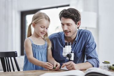 Father and daughter with binocular - RORF00330