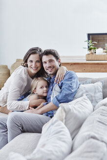Family with daughter relaxing on couch - RORF00336