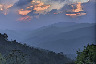Thailand, Kamphaeng Phet, Mae Wong National Park, sunset at summit of Chong Yen - ZCF00430