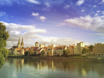 Germany, Bavaria, Regensburg, historic city center and Danube river - GWF04901