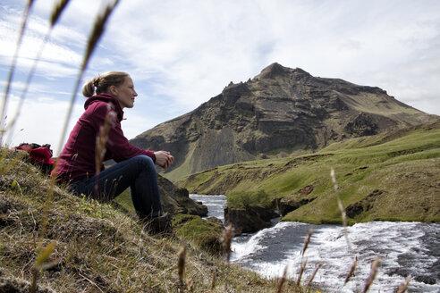 Iceland, Godafoss, hiker having a rest - RBF05209