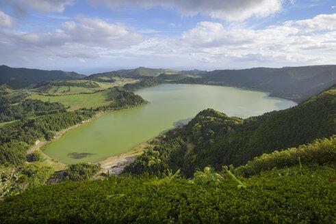 Portugal, Azores, Sao Miguel, Lagoa das Furnas - RJF00638