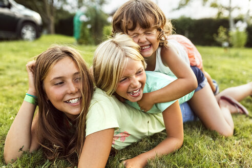 Three girls playing together on a meadow - MGOF02541