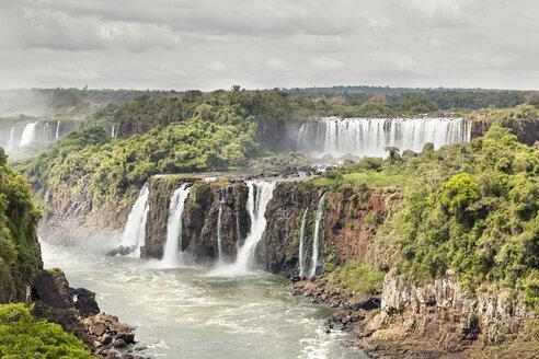 Brazil, Parana, Iguacu National Park, Iguacu Falls - BMAF00240