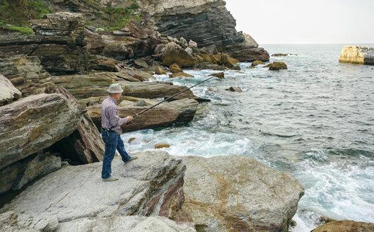 Senior man fishing at the sea - DAPF00423