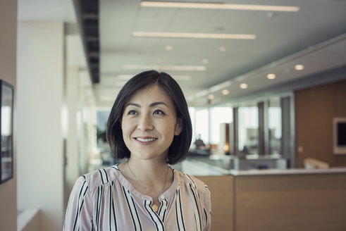 Japanese woman in office, portrait - WESTF21804