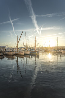 France, Saint-Tropez, marina at sunset - DEGF00923