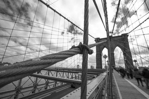 USA, New York City, pedestrians on Brooklyn Bridge - ZEF11106