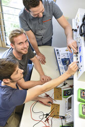 Technical instructor teaching students - LYF00653
