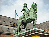 Germany, Duesseldorf, Equestrian Statue of Jan Wellem in front of town hall - KRP01924