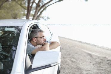 Man sitting in car, taking a break - SHKF00701