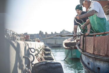 Fishermen working on trawler - ZEF11406