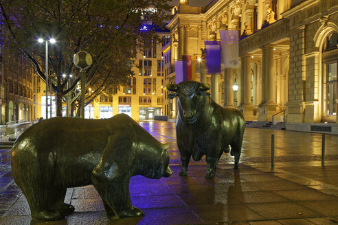 Germany, Hesse, Frankfurt, Bull and Bear at Borsenplatz - GF00844