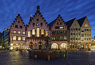 Germany, Hesse, Frankfurt, Romerberg with Fountain of Justice at night - GF00871