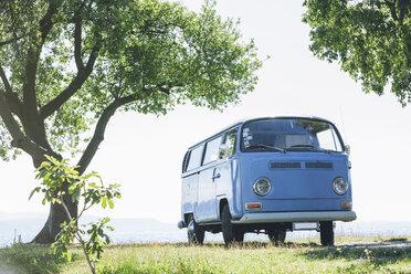 Italy, Lake Garda, camping bus at lakeshore - SBOF00286