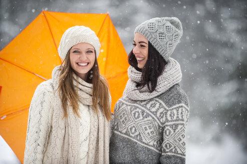 Two friends wearing knitwear in winter - HHF05470