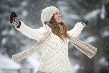 Happy blond woman wearing knitwear in winter - HHF05473