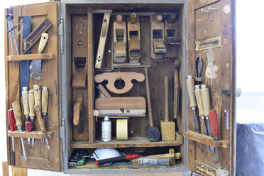 Tool cabinet in a carpentry - LYF00670