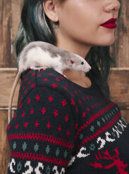Young woman with pet rat on her shoulder wearing patterned knit pullover - RTBF00520