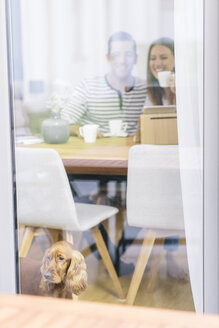 Couple with dog at home - MADF01174