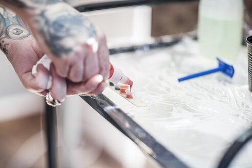 Tattoo artist in studio preparing - ZEF11587