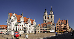 Germany, Lutherstadt Wittenberg, view to town hall, row of houses and St Mary's Church - BT00418