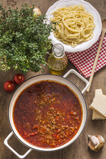 Cooking pot of Sauce Bolognese and bowl of cooked Spaghetti - ODF01464