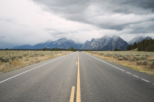 USA, Wyoming, country road at Grand Teton National Park - EPF00180