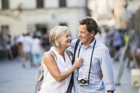 Happy senior couple on city trip - HAPF01132