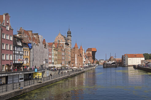 Poland, Gdansk, Old town and Motlawa river - MEL00167