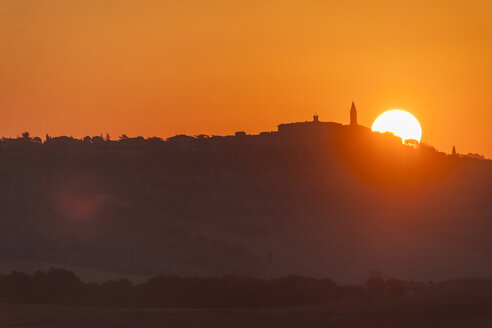 Italy, Tuscany, Val d'Orcia, sunrise over Pienza - PAF01730