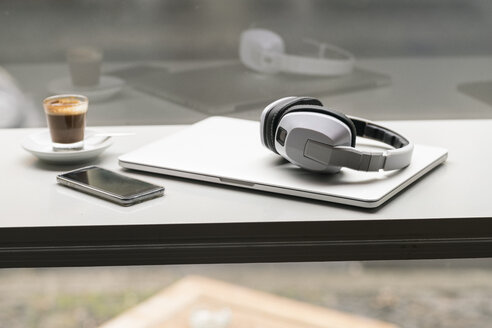 Espresso, smartphone, laptop and headphones - TAMF00811