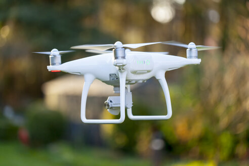 Flying drone with camera - MMAF00008