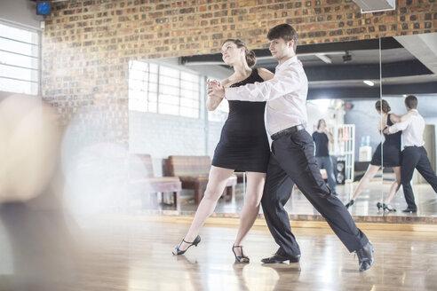 Couple dancing salsa in studio - ZEF11733