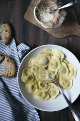 Ravioli with butter and pepper - DAIF00013