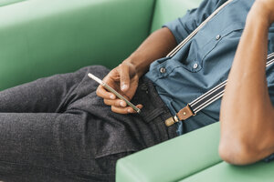 Young man using smart phone - JOSF00409