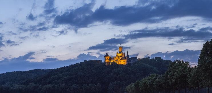 Germany, Lower Saxony, Nordstemmen, Marienburg Castle in evening twilight - PVC00920