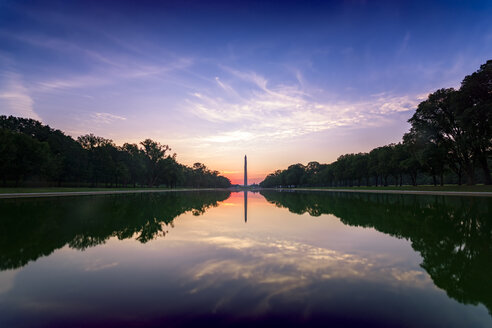 USA, Washington DC, view to Washington Monument at sunrise - SMAF00592