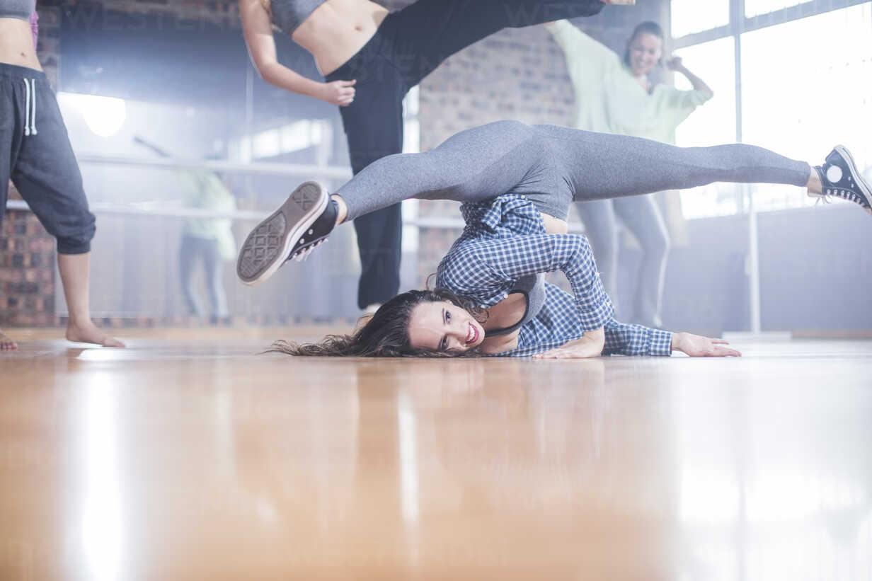 Female hip hop dancers performing in studio - ZEF11774 - zerocreatives/Westend61