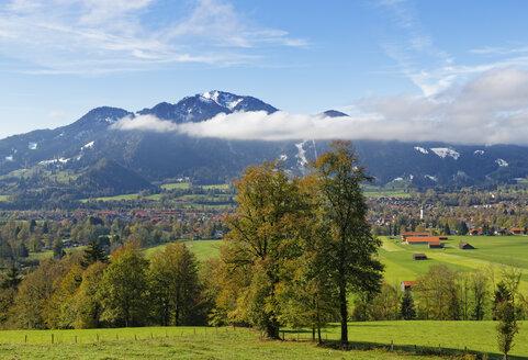 Germany, Isarwinkel, Lenggries, view to Brauneck - SIEF07158