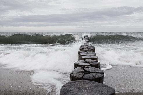 Germany, Hohe Duene, stormy sea - MELF00170