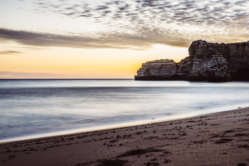 Portugal, Algarve, Albufeira, bech and sea at twilight - CHPF00349