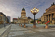 Germany, Berlin, view to Konzerthaus and German Cathedral at Gendarmenmarkt - GF00911