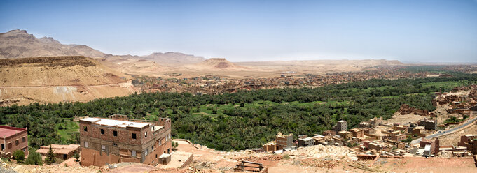 Morocco, Midelt, panramic view of Draa valley with palms - KIJF01000