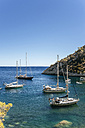 Spian, Ibiza, Llentrisca beach with sailing boats in the background - KIJF01017